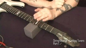 Online Guitar Lessons - String Change - Locking Tuners Par...